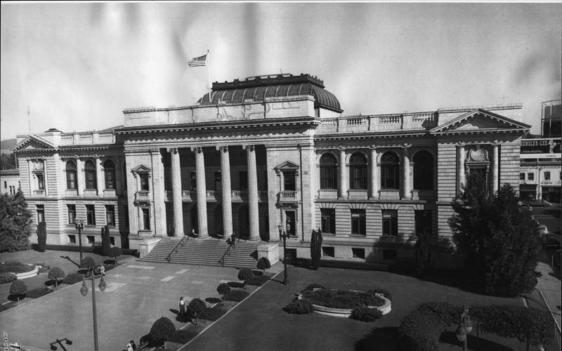 Fourth Street entrance to the Sonoma County Courthouse in downtown Santa Rosa, circa 1947