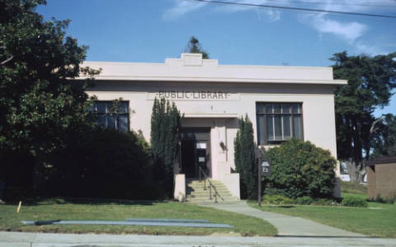 Sebastopol's Carnegie Library just before demolition in October 1975